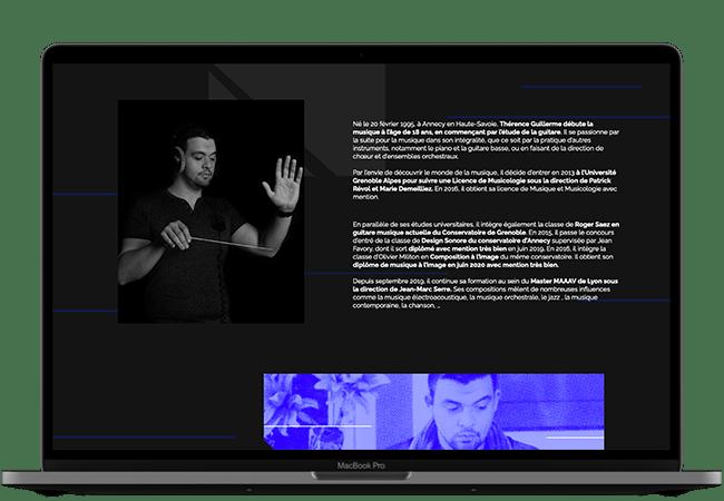 Photographie d'un ordinateur. Dans l'écran, on voit sur fond noir, 2 photos de Thérence à côté d'un paragraphe de présentation.