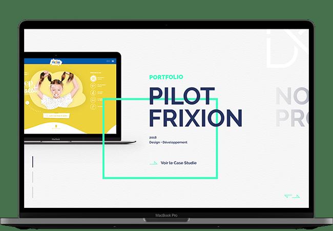 Photographie d'un ordinateur. Dans l'écran, on voit un projet extrait du portfolio de l'agence. Il s'agit du projet Pilot Frixion. On voit un écran avec l'accueil du site de Pilot, un titre et un bouton redirigeant vers le détail du projet.