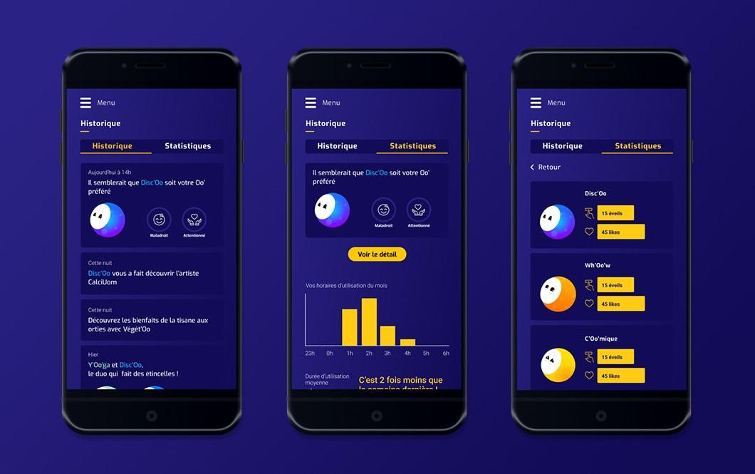 Sur fond bleu, sont placés 3 smartphones, présentant l'application Oo'ly. Dans le premier écran, on voit l'historique d'utilisation de Oo'ly, l'utilisateur voit un rappel des activités proposées, et des réactions de l'utilisateur, etc. Dans les écrans 2 et 3, on voit les statistiques d'utilisation de Oo'ly et de chaque Oo'. Par exemple, les heures auxquelles Oo'ly est utilisé, le Oo' le plus utilisé, les